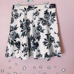Black and white floral skirt 🦋